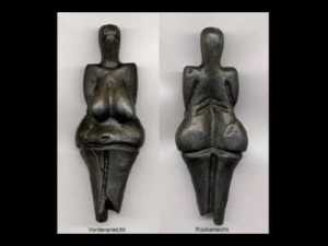 Venus of Dolni Vestonic, 29.000-24.000BC ; the oldest excavated 'Venus'